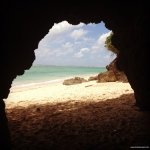 Pemandangan Pantai dari dalam salah satu Ceruk