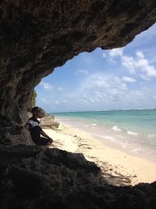 Menikmati keindahan pantai