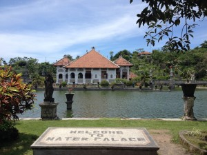 Pemandangan Istana dari Pintu Masuk