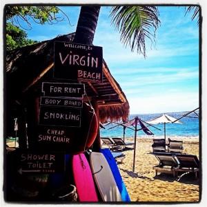 Papan Selamat Datang di Pantai Virgin